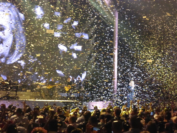Confetti during Rolling in the Deep to close out the show!